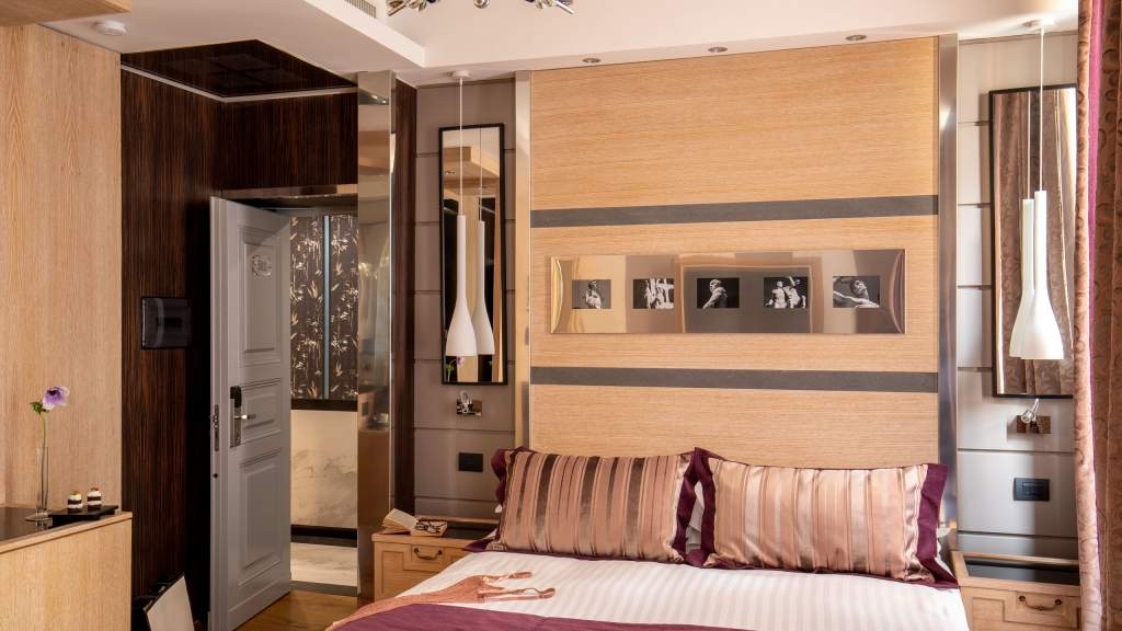 The-Inn-At-The-Spanish-Steps-Rome-suite-deluxe-00505