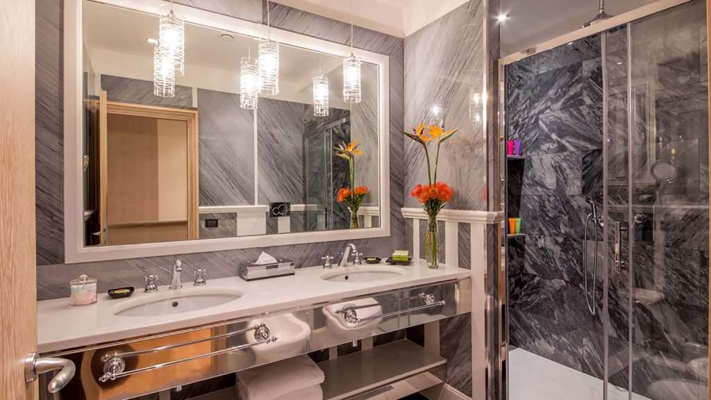 The-Inn-at-the-spanish-steps-Rome-senior-suite-bathroom-05-9