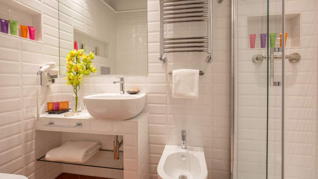 The-Inn-At-The-Spanish-Steps-Rome-suite-bathroom-IMG-9778