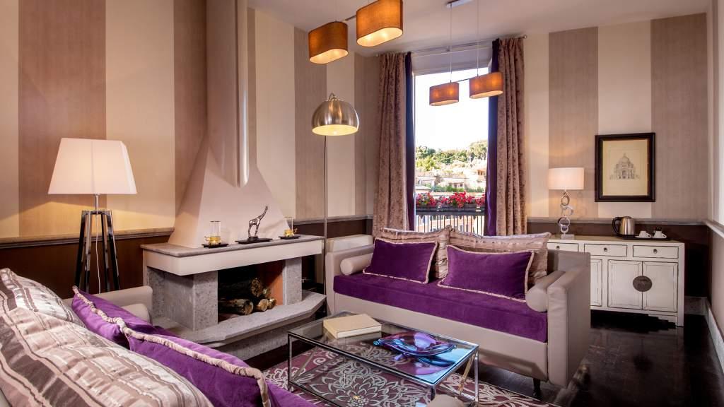The-Inn-at-the-spanish-steps-Rome-ambassador-panoramic-suite-livingroom-IMG-7113