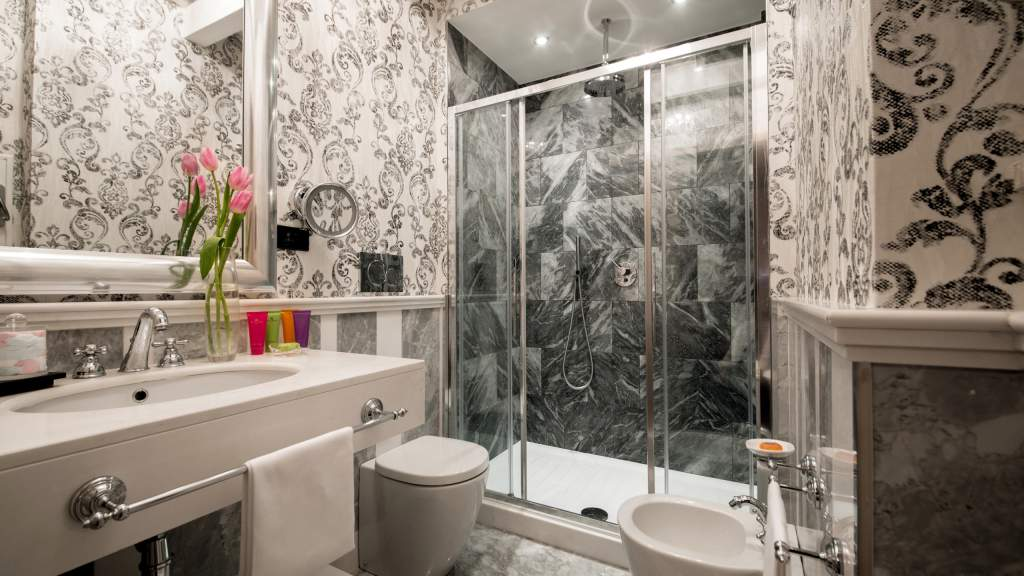 The-Inn-at-the-spanish-steps-Rome-panoramic-honeymnoon-suite-bathroom-IMG-9400