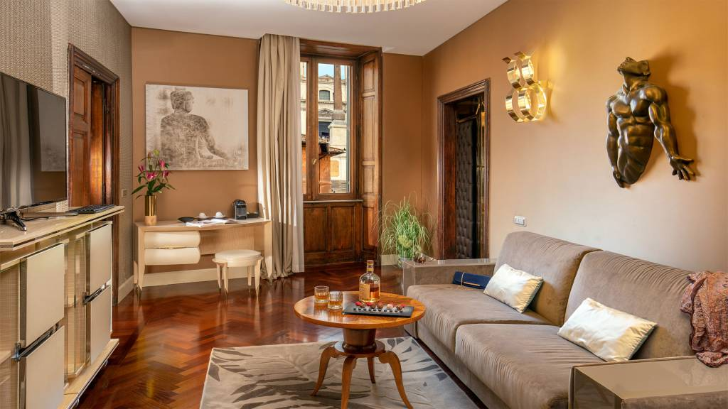 The-Inn-At-The-Spanish-Steps-presidential-suite-5