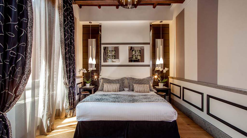The-Inn-At-The-Spanish-Steps-Rome-suite-deluxe-premium-5