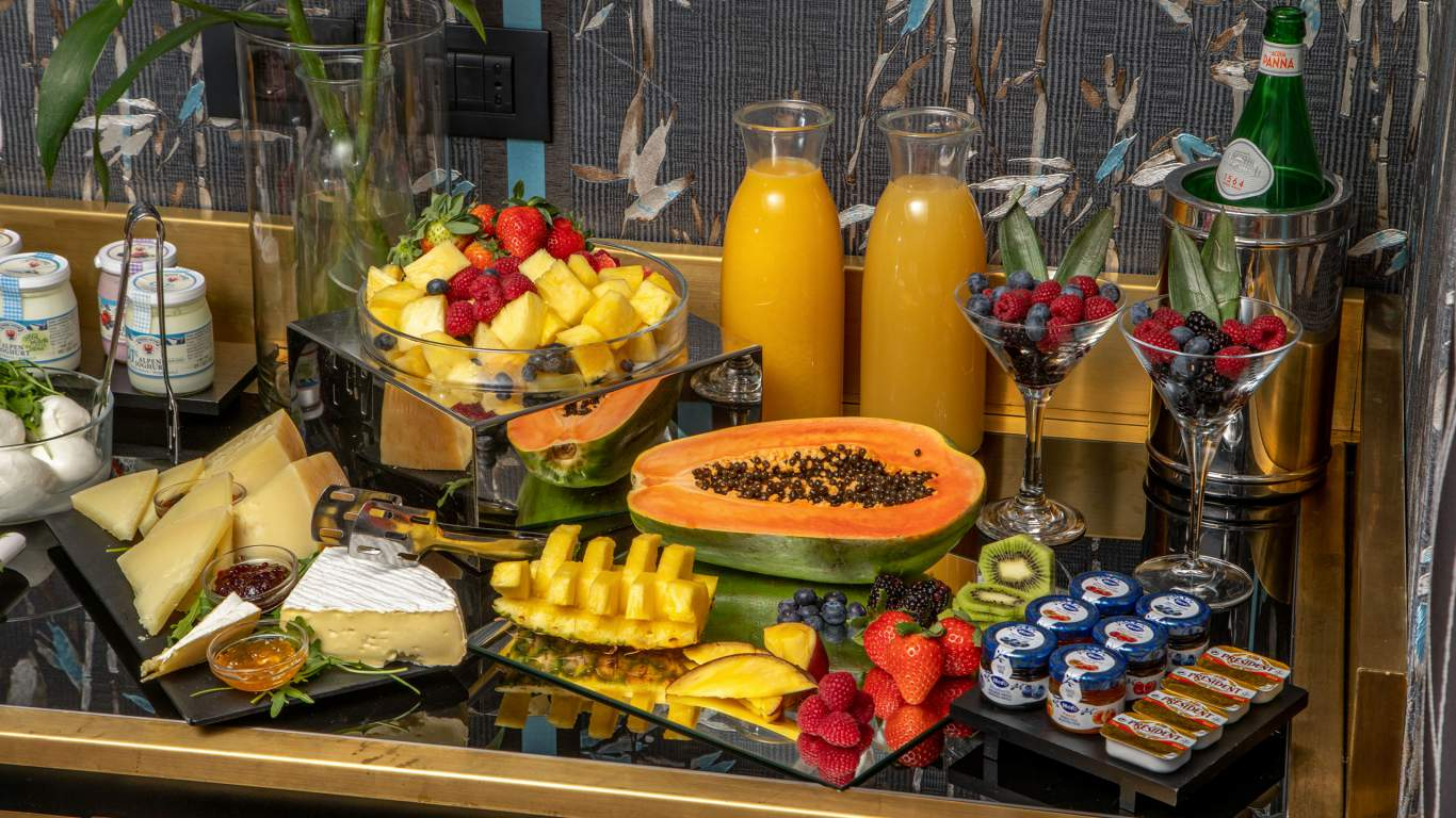 The-Inn-At-The-Spanish-Steps-Rome-suite-deluxe-breakfast-00521