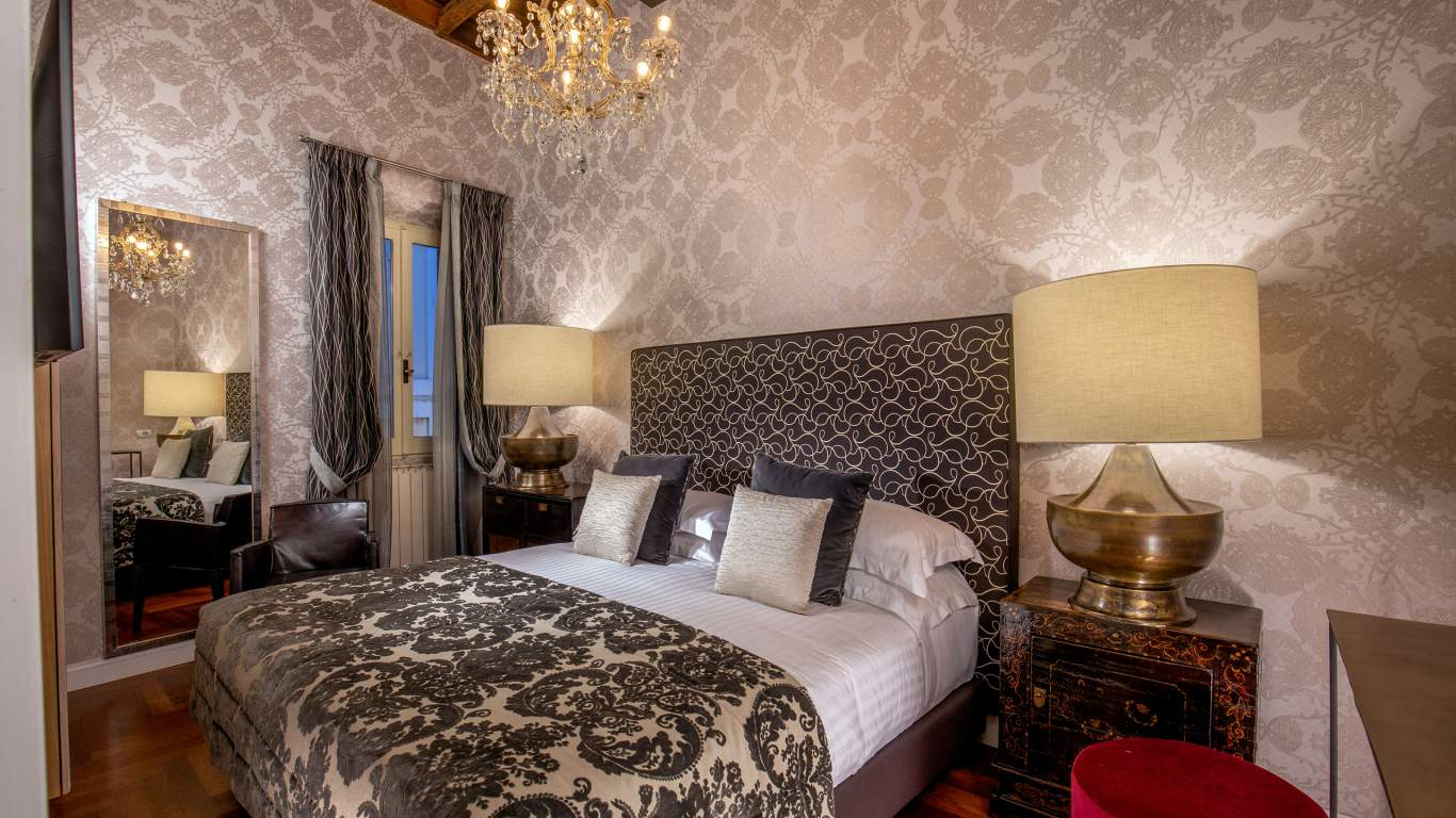The-Inn-At-The-Spanish-Steps-Rome-apartment-suite-00664