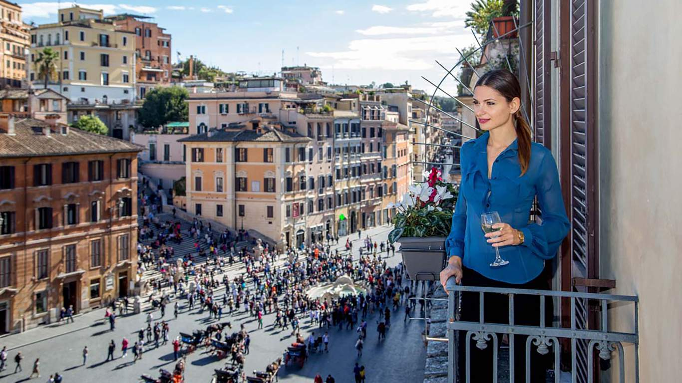 The-Inn-at-the-spanish-steps-Rome-senior-suite-view-panorama-02-10