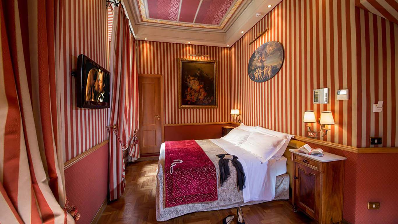 The-Inn-at-the-spanish-steps-Rome-Suite-superior-4