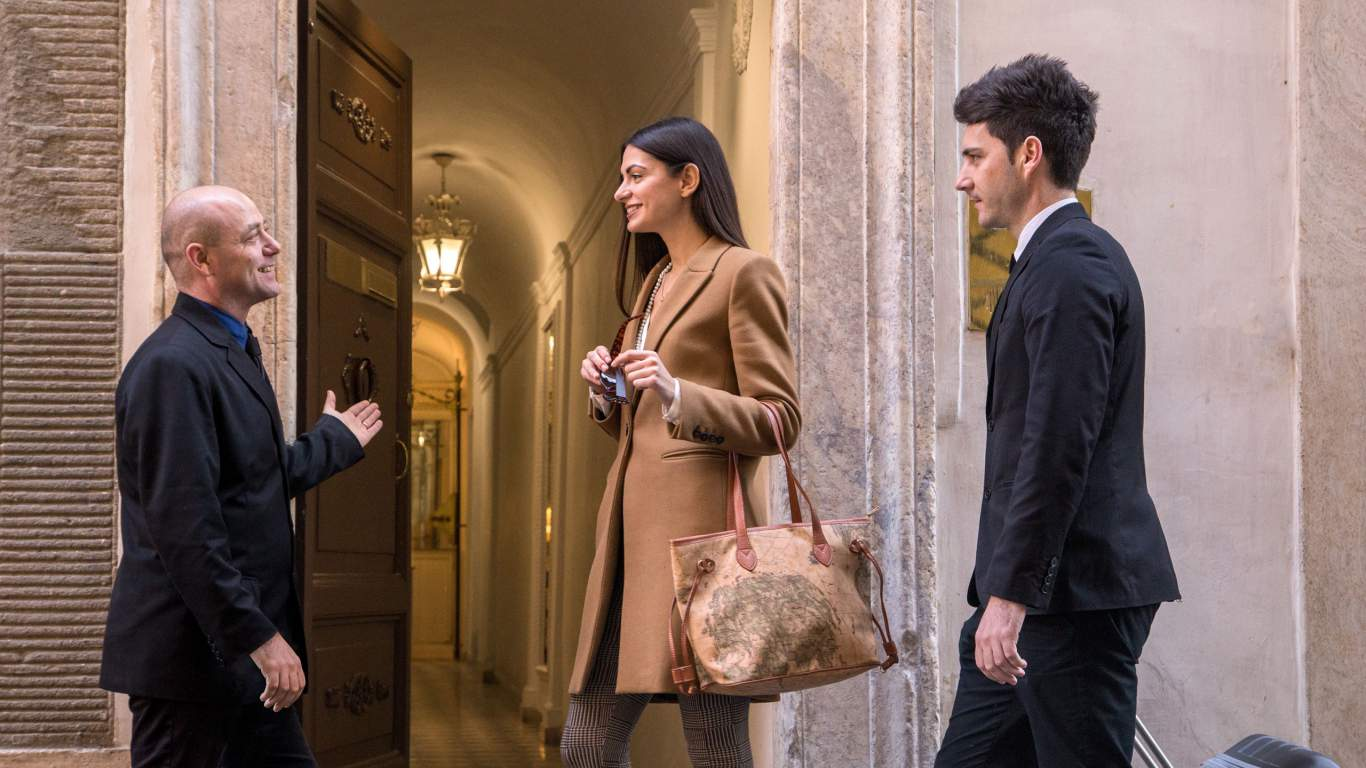 The-Inn-At-The-Spanish-Steps-Rome-concierge-welcome-IMG--9743