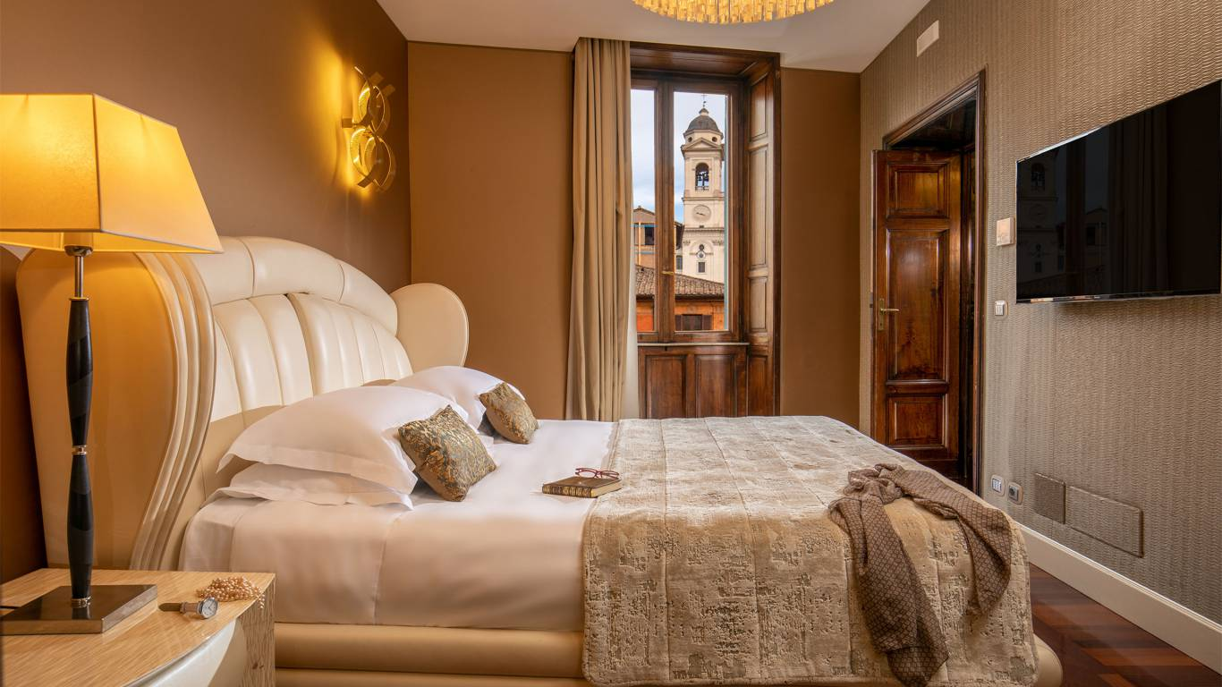 The-Inn-At-The-Spanish-Steps-presidential-suite-4