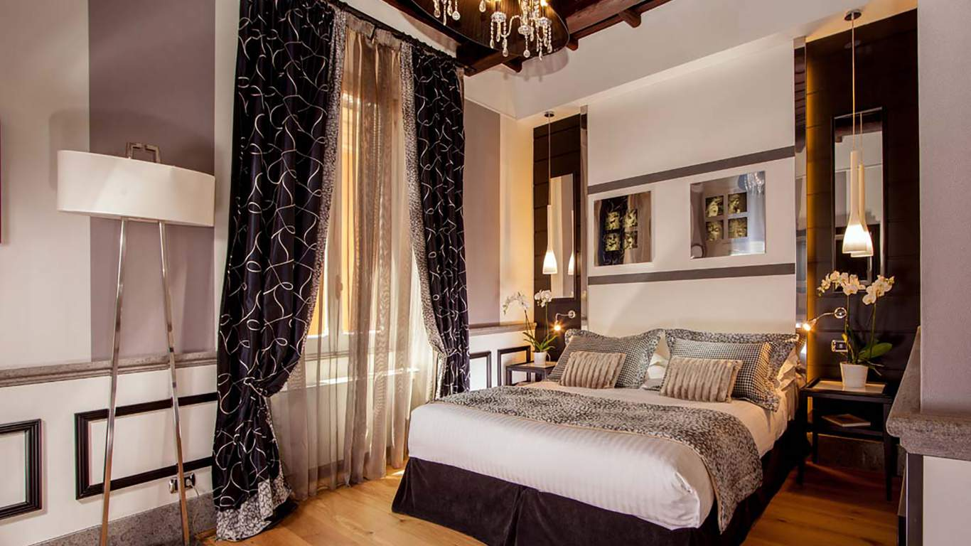 The-Inn-At-The-Spanish-Steps-Rome-suite-deluxe-premium-4